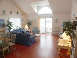 Huge 5BR/3BA Townhouse, 1 Blk to Beach & Boardwalk - Wildwood vacation rentals