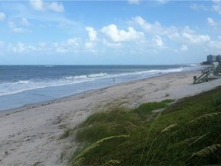 Oceanfront condo - steps to beach and pool - Vero Beach vacation rentals
