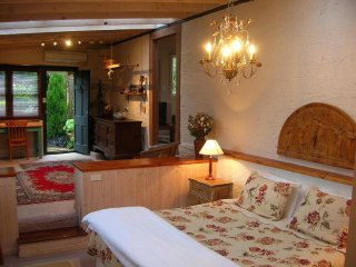 Romantic Cottage with A/C and Television - Leura vacation rentals
