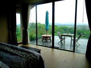 SELMI's White Monkey Villa - SUITE - Kuala Teriang vacation rentals