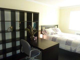 Guest Room with Half Bath ~ 15 Minutes to Midtown - Queens vacation rentals
