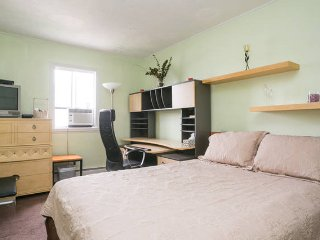Peaceful Guest Room ~ 15 Mins to Midtown Manhattan - New York City vacation rentals