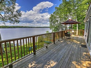 Updated 3BR Cabin on Maranacook Lake w/Private Dock, and Wrap Around Deck and Hot Tub! - Lakefront Living At Its Best! - Winthrop vacation rentals