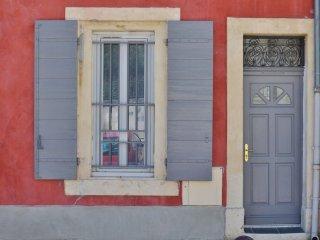 Charmant studio dans le centre historique Tarascon - Tarascon vacation rentals