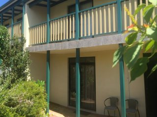 Marees Court Townhouse 12/88 Hampton Rd Fremantle - Fremantle vacation rentals