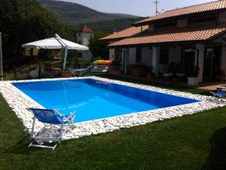 Villa immersa nel verde a pochi km mare Circeo - Villa Santo Stefano vacation rentals