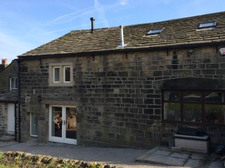Lovely Barn with Internet Access and Central Heating - Heptonstall vacation rentals