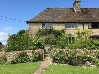 Rose Cottage, Westwell, Nr. Burford - Burford vacation rentals