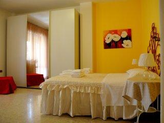 Cozy 2 bedroom Condo in San Benedetto Del Tronto - San Benedetto Del Tronto vacation rentals