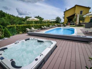 Luxury Villa heated Pool, Spa, 40% off Sept & Oct - Villafranca in Lunigiana vacation rentals
