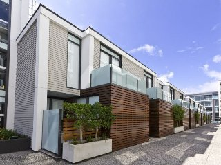 One Bedroom Apartment Viaduct Harbour with Carpark - Auckland vacation rentals