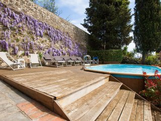 Villa in Florence, views, private pool and garden, no car needed, Wi-Fi, Washers - Florence vacation rentals