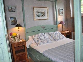 Chambre d'Hote de charme Tymalo - La Vicomte-sur-Rance vacation rentals