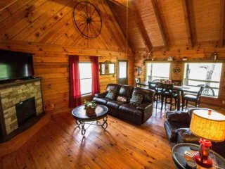 Townsend Cabin #6 Mountain Star - Next to Heaven Trail Rides and Zip Lines! - Townsend vacation rentals