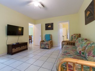 CUTE YELLOW  COTTAGE JUST FEW STEPS FROM BEACH - Fort Lauderdale vacation rentals