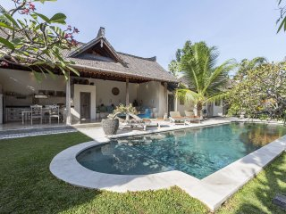 Lovely traditional 2-3 bedr Villa Aisis in Seminyk - Seminyak vacation rentals