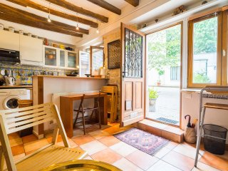 Welcoming, charming, convenient apartment - Paris vacation rentals