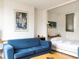 Bright studio w/balcony close to Place de la Bastille - Paris vacation rentals