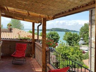 Appartamento Il Giacchio 2 con terrazza vista lago - San Feliciano sul Trasimeno vacation rentals