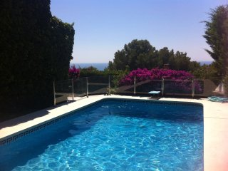 Lovely villa with pool near beach and Barcelona - Castelldefels vacation rentals