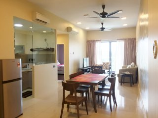 Cozy 2 bedroom Condo in Kota Kinabalu with Internet Access - Kota Kinabalu vacation rentals