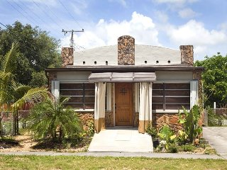 Old Florida Style 3-bed  – Newly Renovated, Minutes To The Beach. - Dania Beach vacation rentals
