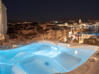 Monriva Breathtaking luxury penthouse - Split vacation rentals