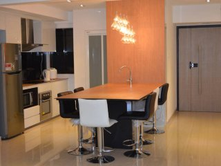 2br Orchard Rd Executive beside MRT - Singapore vacation rentals