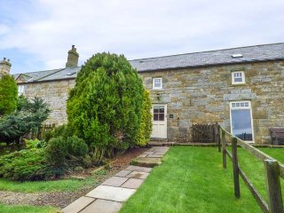 TAWNY NOOK, mid-terrace stone cottage, en-suite, woodburning stove, parking, garden, in Longframlington, Ref 935201 - Longframlington vacation rentals