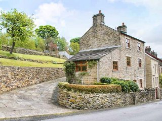 NIMBUS HOUSE two en-suites, garden, off road parking in Whaley Bridge Ref 937525 - Whaley Bridge vacation rentals
