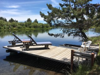 Blinn's Landing: Historic Log Cabin, Private Riverfront & Dock. Book SP & SU2017 - Bend vacation rentals