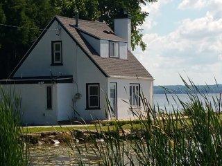 """Little Lake House - """"the best kept secret"""" - Fond du Lac vacation rentals"""