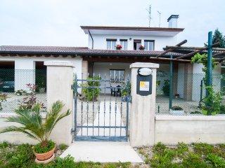 Nice House with Internet Access and A/C - Santa Maria di Sala vacation rentals