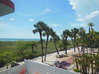 Cabrillo Beach Views 2N Sleeps 8-10 Pool Wifi - Saint Petersburg vacation rentals
