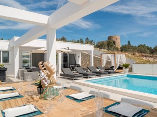 Perfect 6 bedroom Villa in Talamanca with Central Heating - Talamanca vacation rentals