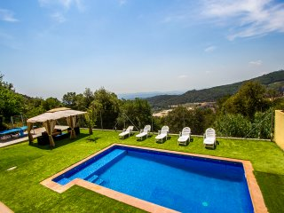 Villa Sole Sant Feliu for 8 guests, just a short drive to Barcelona! - Castellar del Valles vacation rentals