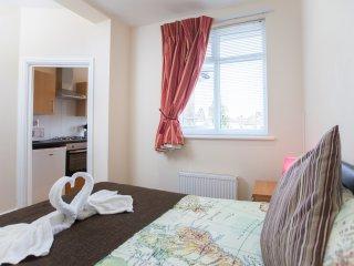 Harrow Self Catering Stuido RP6 - London vacation rentals