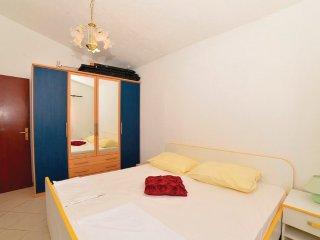 Apartments DACA 5 + 2 PERONS 1st. floor 3 bedrooms - Vir vacation rentals