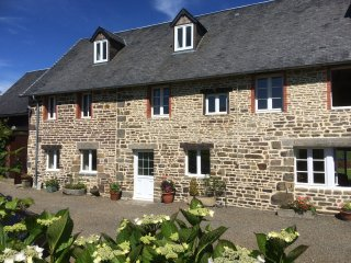 4 bed cottage with Pool nr Villledieu les Poeles - Villedieu-les-Poeles vacation rentals