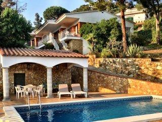 Villa Leonora, geweldig zwembad met zeezicht! - Lloret de Mar vacation rentals