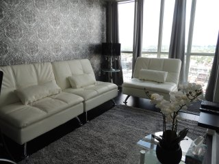 2 BD Penthouse with Parking In Heart Of Downtown - Toronto vacation rentals