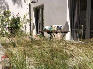 Versailles,studio,terrace,free parking,2p. - Versailles vacation rentals