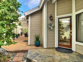 Private patio & hot tub, community pool & tennis courts. - Laguna Niguel vacation rentals