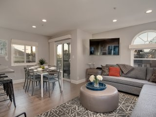 Jan Special $119/night! Modern Condo, Just Blocks to Beach & Steps to Local Restaurants in Pier Bowl. - San Clemente vacation rentals