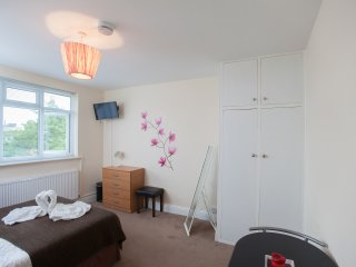 Room in Harrow Self Catering RP5 - Harrow vacation rentals