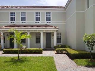Luxury Boca Townhome With Courtyard, Contemporary Décor, 15 Mins to Beach - Boca Raton vacation rentals