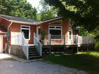 5 bedroom 2 bath preferred north end Sauble Beach - Sauble Beach vacation rentals