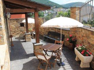 Cozy Studio with Internet Access and Toaster - Caboalles de Abajo vacation rentals
