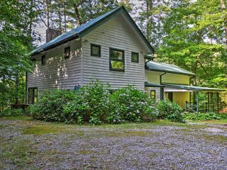 Rustic 5BR + Loft Lakemont House w/Wifi, Private Deck & Serene Mountain Setting - Amazing Views on Seed Lake! - Lakemont vacation rentals