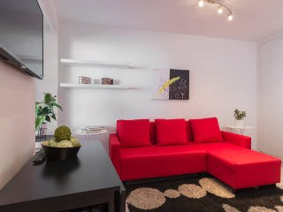 COOL, CLASSY, APT  BY PLAZA ESPAÑA ON GREAT STREET - Madrid vacation rentals